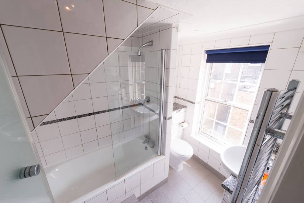 Hotel Accommodation California Kings Cross London Bathroom